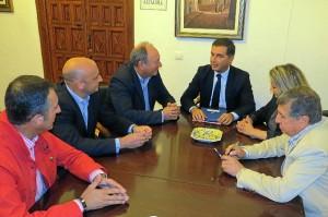 Firma del convenio entre Cepsa y el Ayuntamiento de Moguer.