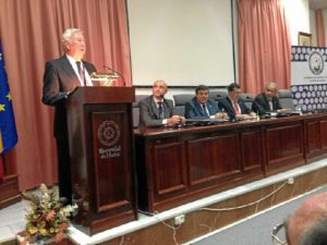 García Palacios durante su discurso de entrada en la Academia de las Ciencias, Artes y Letras de Huelva.