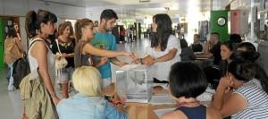 Colas para votar en La Merced durante la primera vuelta de los comicios. (Espínola)