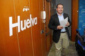 David Toscano, alcalde de Aljaraque, en la sede del PP. (Antonio Luis Delgado)