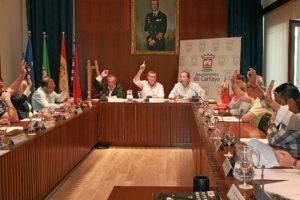 Votación en el pleno celebrado en Cartaya.