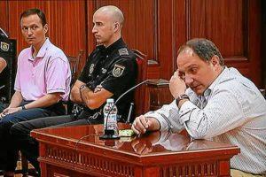 Bretón observa la declaración de uno de los testigos. (Madero Cubero)
