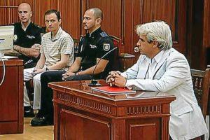 Juan David durante su declaración ante la mirada de Bretón. (Madero Cubero)