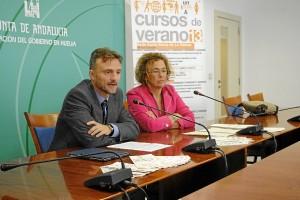 El delegado del Gobierno andaluz y la directora de la sede rabideña de la UNIA.