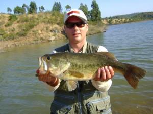 Pescador de Black-Bass Orilla.
