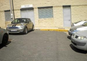 Vehículo estacionado en una zona prohibida.