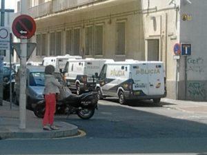 Despliegue policial a las puertas de la Audiencia Provincial con motivo del juicio contra Anselmo Sevillano.