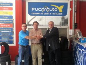 Firma de convenio entre Fucarauto y la Federación Andaluza de pádel.