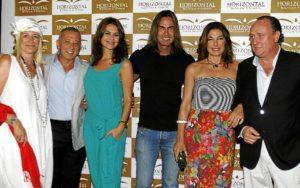 De izquierda a derecha; Laura de Vicente, el empresario mexicano Arturo Gamboa, la modelo María José Suárez, el actor Mauro Mercado, Raquel Revuelta y Ernesto Serrano.