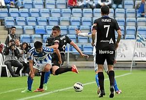 Chuli en su partido como albiazul ante el Huesca. (Espínola)