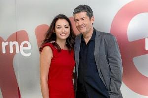 Carlos Santos y Mikaela Vergara.