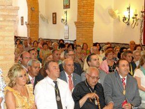 El padre Roca, en el centro, durante el homenaje.