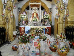 Alimentos donados ante la Virgen de Montemayor.