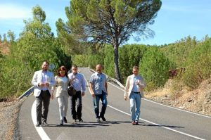 Responsables de la Diputación y municipales, en la carretera.
