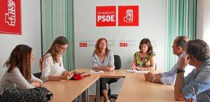 Reunión en la sede socialista en Huelva.