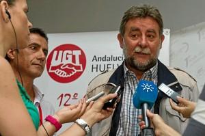 Francisco Fernández, el recientemente elegido nuevo secretario de UGT en Andalucía atiende a los medios de comunicación en presencia de Jorge Puente, que deja la dirección provincial de UGT en Huelva. (Julián Pérez)