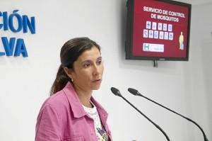 La diputada explica los detalles del plan de control de mosquitos.