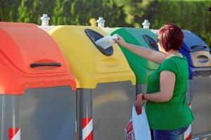 Contendores de colores para clasificar los residuos.