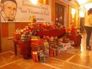 Alimentos recogidos para ayudar a los más necesitados.