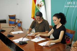 Firma del acuerdo entre la Junta y el Ayuntamiento de Santa Ana.