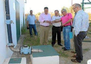 El alcalde de San Juan este martes en las instalaciones del agua en la localidad.