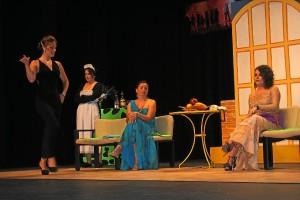 Representación teatral de Cultura en los Barrios.