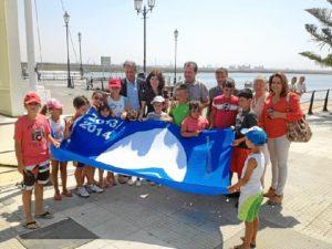 La Bandera Azul izada en Punta Umbría.