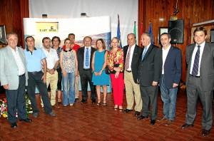 La embajadora junto a distintas autoridades de la provincia.