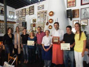 Foto de familia de los ganadores de la edición de la Feria de la Tapa en Lepe.