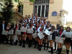 Foto de familia de los alumnos que han culminado cuarto de ESO este año en el Montessori.