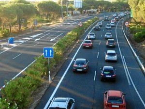 Retenciones en dirección a Huelva a causa del accidente. (Julián Pérez)