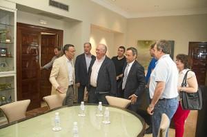 Reunión del presidente de la Diputación con comerciantes de Isla Chica.