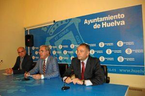 Presentación en rueda de prensa de las iniciativas que se verán en el pleno de Huelva.