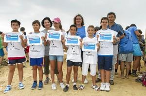 Escolares que han participado en el anillamiento de flamencos. (José Antonio Pérez)