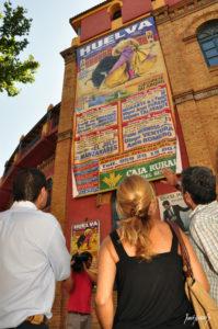 Cartel gigante donde se anuncian los festejos taurinos para Colombinas.