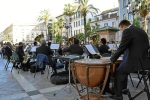 La Banda Municipal en la plaza de las Monjas.
