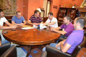 Reunión del alcalde de La Palma con la directiva del Smurfit Kappa.