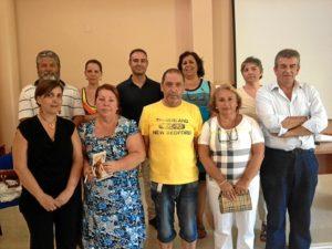 El concejal de Salud, primero por la derecha, junto a la nueva Junta Local de la AECC.