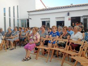 Un momento del homenaje a los mayores en La Redondela.