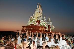 Imagen de la Virgen del Carmen en procesión.