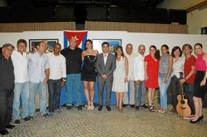 Participantes en la muestra de cultura cubana.