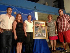 La alcaldesa y la concejala de Festejos junto a la hermana mayor, el presidente del Consejo y el autor del cartel.