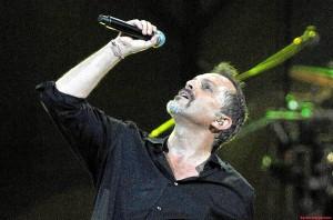 Miguel Bosé en concierto.