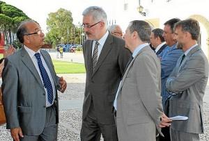 El rector recibe al consejero Antonio Ávila.