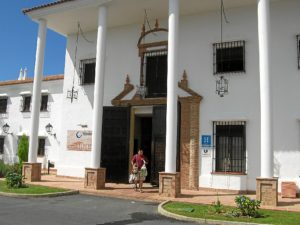 Entrada principal del Hotel Valsequillo, situado en Lepe.
