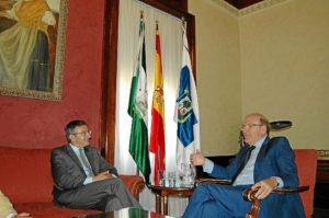 El rector, con el alcalde de Huelva.