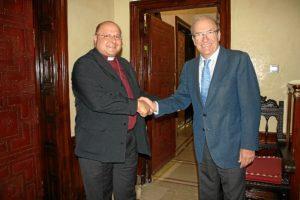 Encuentro entre el obispo de la Iglesia Anglicana y el alcalde de Huelva.