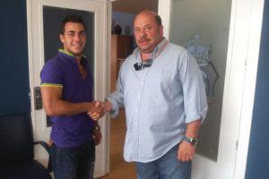 Joselu, nuevo jugador del Recreativo, junto a Pablo Comas.