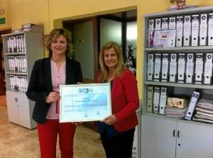 Las empresas han recibido un diploma por su colaboración.