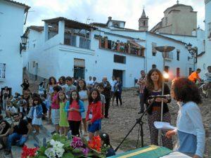 Noche de los poetas en Linares de la Sierra.